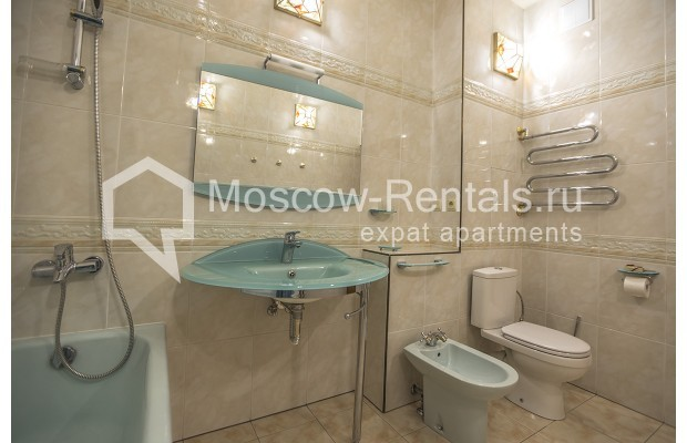"""Photo #8 4-room (3 BR) apartment for <a href=""""http://moscow-rentals.ru/en/articles/long-term-rent"""" target=""""_blank"""">a long-term</a> rent  in Russia, Moscow, Starokonushennyi lane, 32"""