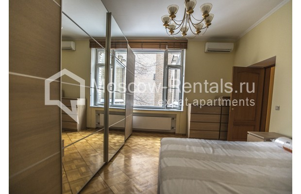 """Photo #4 4-room (3 BR) apartment for <a href=""""http://moscow-rentals.ru/en/articles/long-term-rent"""" target=""""_blank"""">a long-term</a> rent  in Russia, Moscow, Starokonushennyi lane, 32"""