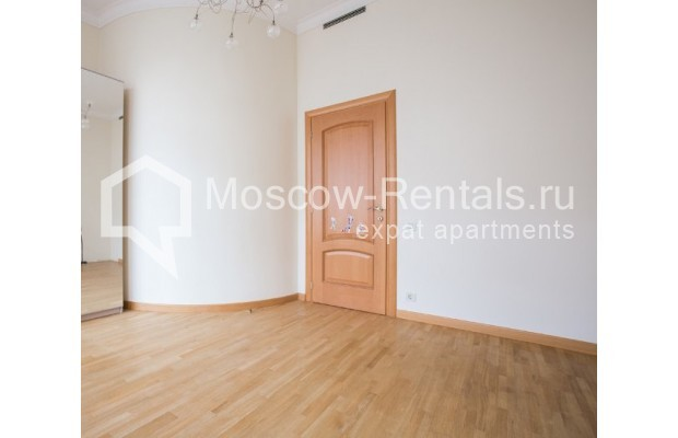 """Photo #8 3-room (2 BR) apartment for <a href=""""http://moscow-rentals.ru/en/articles/long-term-rent"""" target=""""_blank"""">a long-term</a> rent  in Russia, Moscow, Serafimovicha str, 2"""
