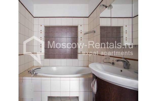 """Photo #11 3-room (2 BR) apartment for <a href=""""http://moscow-rentals.ru/en/articles/long-term-rent"""" target=""""_blank"""">a long-term</a> rent  in Russia, Moscow, Serafimovicha str, 2"""