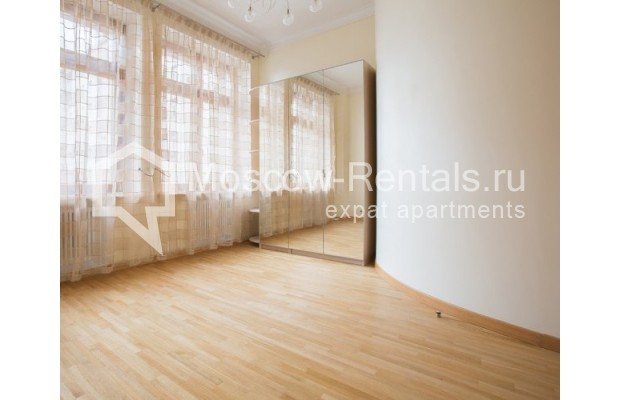 """Photo #9 3-room (2 BR) apartment for <a href=""""http://moscow-rentals.ru/en/articles/long-term-rent"""" target=""""_blank"""">a long-term</a> rent  in Russia, Moscow, Serafimovicha str, 2"""