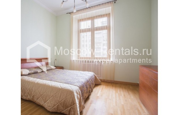 """Photo #7 3-room (2 BR) apartment for <a href=""""http://moscow-rentals.ru/en/articles/long-term-rent"""" target=""""_blank"""">a long-term</a> rent  in Russia, Moscow, Serafimovicha str, 2"""