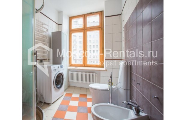 """Photo #12 3-room (2 BR) apartment for <a href=""""http://moscow-rentals.ru/en/articles/long-term-rent"""" target=""""_blank"""">a long-term</a> rent  in Russia, Moscow, Serafimovicha str, 2"""