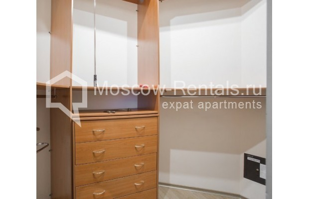 """Photo #10 3-room (2 BR) apartment for <a href=""""http://moscow-rentals.ru/en/articles/long-term-rent"""" target=""""_blank"""">a long-term</a> rent  in Russia, Moscow, Serafimovicha str, 2"""