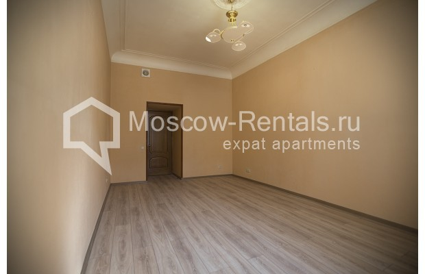 """Photo #4 5-room (4 BR) apartment for <a href=""""http://moscow-rentals.ru/en/articles/long-term-rent"""" target=""""_blank"""">a long-term</a> rent  in Russia, Moscow, Nikitskyi blv, 12"""