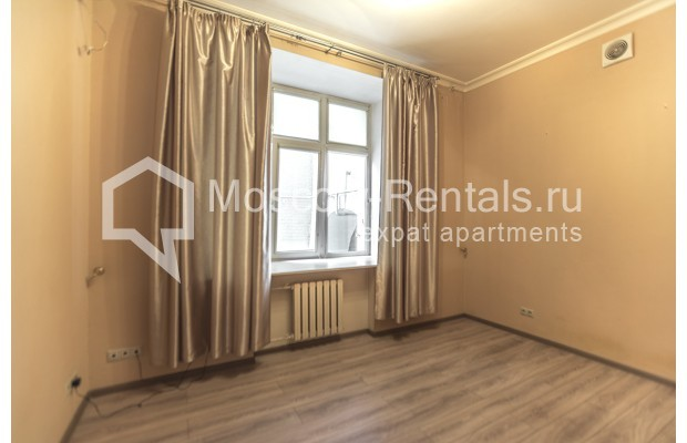 """Photo #7 5-room (4 BR) apartment for <a href=""""http://moscow-rentals.ru/en/articles/long-term-rent"""" target=""""_blank"""">a long-term</a> rent  in Russia, Moscow, Nikitskyi blv, 12"""