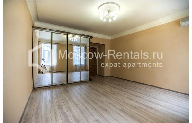 """Photo #1 5-room (4 BR) apartment for <a href=""""http://moscow-rentals.ru/en/articles/long-term-rent"""" target=""""_blank"""">a long-term</a> rent  in Russia, Moscow, Nikitskyi blv, 12"""