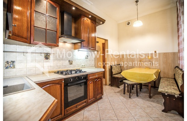 """Photo #10 5-room (4 BR) apartment for <a href=""""http://moscow-rentals.ru/en/articles/long-term-rent"""" target=""""_blank"""">a long-term</a> rent  in Russia, Moscow, Nikitskyi blv, 12"""