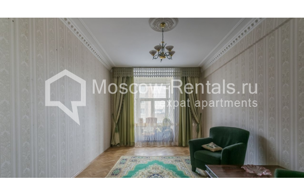 """Photo #4 4-room (3 BR) apartment for <a href=""""http://moscow-rentals.ru/en/articles/long-term-rent"""" target=""""_blank"""">a long-term</a> rent  in Russia, Moscow, Smolenskaya-Sennaya sq., 23/25"""