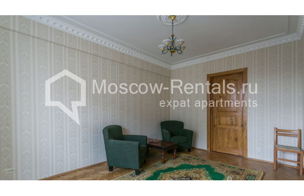 """Photo #5 4-room (3 BR) apartment for <a href=""""http://moscow-rentals.ru/en/articles/long-term-rent"""" target=""""_blank"""">a long-term</a> rent  in Russia, Moscow, Smolenskaya-Sennaya sq., 23/25"""