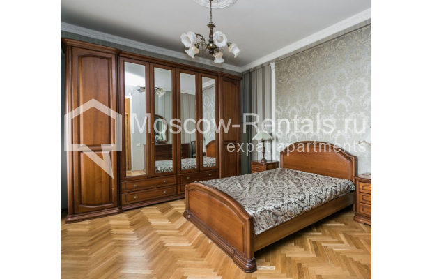 """Photo #6 4-room (3 BR) apartment for <a href=""""http://moscow-rentals.ru/en/articles/long-term-rent"""" target=""""_blank"""">a long-term</a> rent  in Russia, Moscow, Smolenskaya-Sennaya sq., 23/25"""