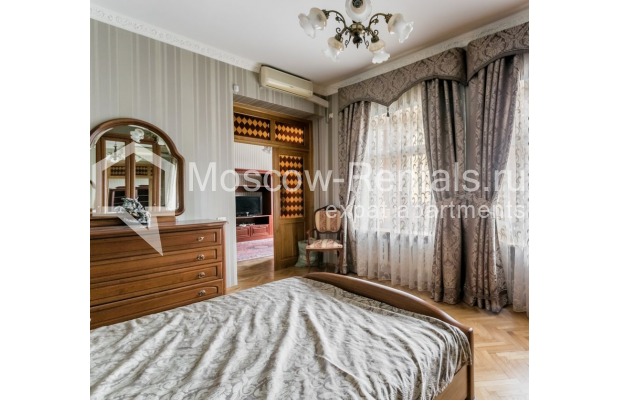 """Photo #8 4-room (3 BR) apartment for <a href=""""http://moscow-rentals.ru/en/articles/long-term-rent"""" target=""""_blank"""">a long-term</a> rent  in Russia, Moscow, Smolenskaya-Sennaya sq., 23/25"""