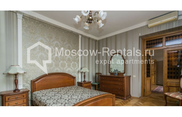 """Photo #7 4-room (3 BR) apartment for <a href=""""http://moscow-rentals.ru/en/articles/long-term-rent"""" target=""""_blank"""">a long-term</a> rent  in Russia, Moscow, Smolenskaya-Sennaya sq., 23/25"""