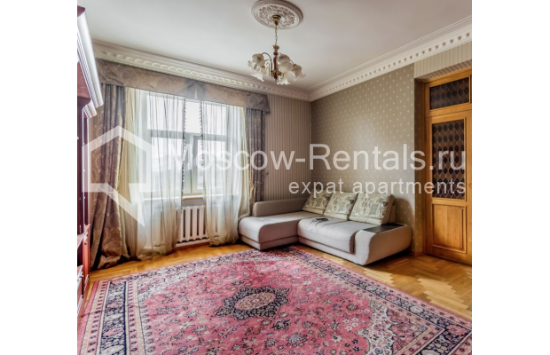 """Photo #11 4-room (3 BR) apartment for <a href=""""http://moscow-rentals.ru/en/articles/long-term-rent"""" target=""""_blank"""">a long-term</a> rent  in Russia, Moscow, Smolenskaya-Sennaya sq., 23/25"""