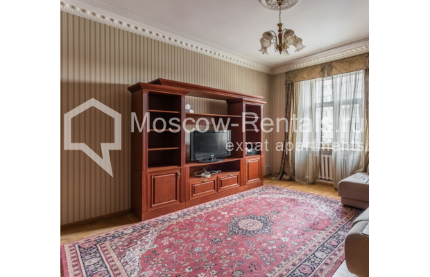 """Photo #12 4-room (3 BR) apartment for <a href=""""http://moscow-rentals.ru/en/articles/long-term-rent"""" target=""""_blank"""">a long-term</a> rent  in Russia, Moscow, Smolenskaya-Sennaya sq., 23/25"""