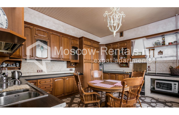 """Photo #15 4-room (3 BR) apartment for <a href=""""http://moscow-rentals.ru/en/articles/long-term-rent"""" target=""""_blank"""">a long-term</a> rent  in Russia, Moscow, Smolenskaya-Sennaya sq., 23/25"""