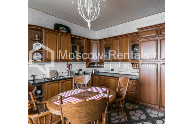 """Photo #16 4-room (3 BR) apartment for <a href=""""http://moscow-rentals.ru/en/articles/long-term-rent"""" target=""""_blank"""">a long-term</a> rent  in Russia, Moscow, Smolenskaya-Sennaya sq., 23/25"""
