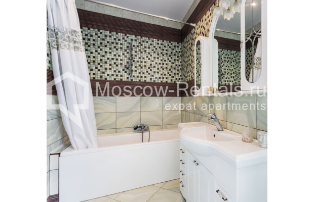 """Photo #21 4-room (3 BR) apartment for <a href=""""http://moscow-rentals.ru/en/articles/long-term-rent"""" target=""""_blank"""">a long-term</a> rent  in Russia, Moscow, Smolenskaya-Sennaya sq., 23/25"""