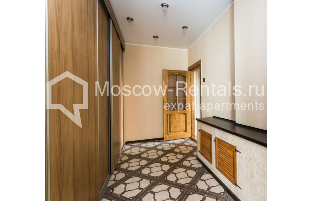 """Photo #22 4-room (3 BR) apartment for <a href=""""http://moscow-rentals.ru/en/articles/long-term-rent"""" target=""""_blank"""">a long-term</a> rent  in Russia, Moscow, Smolenskaya-Sennaya sq., 23/25"""