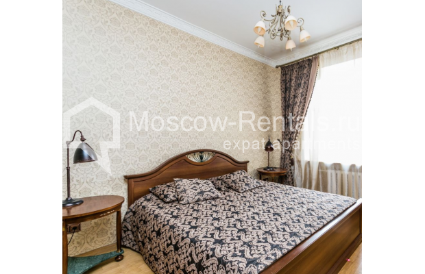 """Photo #10 4-room (3 BR) apartment for <a href=""""http://moscow-rentals.ru/en/articles/long-term-rent"""" target=""""_blank"""">a long-term</a> rent  in Russia, Moscow, Smolenskaya-Sennaya sq., 23/25"""