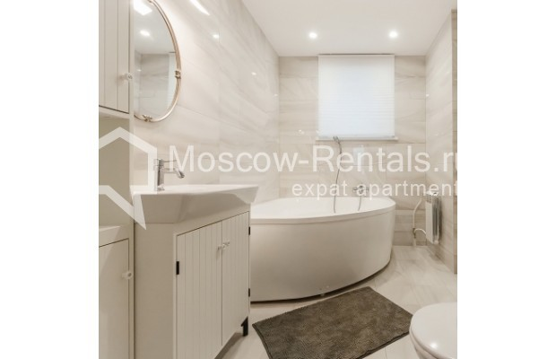 """Photo #12 4-room (3 BR) apartment for <a href=""""http://moscow-rentals.ru/en/articles/long-term-rent"""" target=""""_blank"""">a long-term</a> rent  in Russia, Moscow, Nashchokinskyi lane, 5С5"""