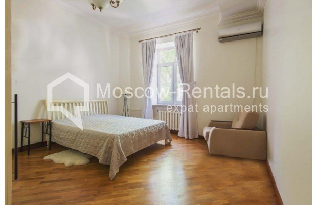 """Photo #5 3-room (2 BR) apartment for <a href=""""http://moscow-rentals.ru/en/articles/long-term-rent"""" target=""""_blank"""">a long-term</a> rent  in Russia, Moscow, Novinskyi blv 28/35, С 1"""