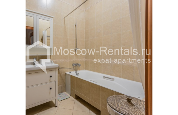 """Photo #7 3-room (2 BR) apartment for <a href=""""http://moscow-rentals.ru/en/articles/long-term-rent"""" target=""""_blank"""">a long-term</a> rent  in Russia, Moscow, Novinskyi blv 28/35, С 1"""