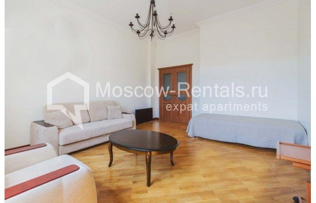 """Photo #2 3-room (2 BR) apartment for <a href=""""http://moscow-rentals.ru/en/articles/long-term-rent"""" target=""""_blank"""">a long-term</a> rent  in Russia, Moscow, Novinskyi blv 28/35, С 1"""