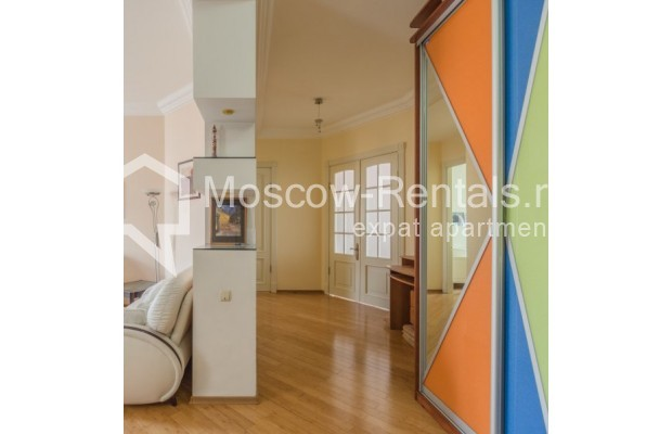 """Photo #3 3-room (2 BR) apartment for <a href=""""http://moscow-rentals.ru/en/articles/long-term-rent"""" target=""""_blank"""">a long-term</a> rent  in Russia, Moscow, New Arbat str, 23"""