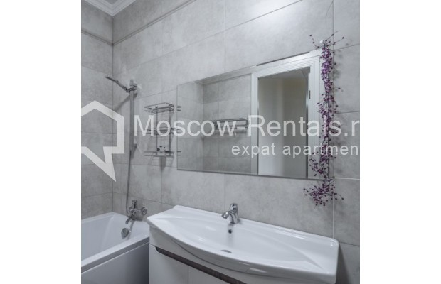 """Photo #9 3-room (2 BR) apartment for <a href=""""http://moscow-rentals.ru/en/articles/long-term-rent"""" target=""""_blank"""">a long-term</a> rent  in Russia, Moscow, New Arbat str, 23"""