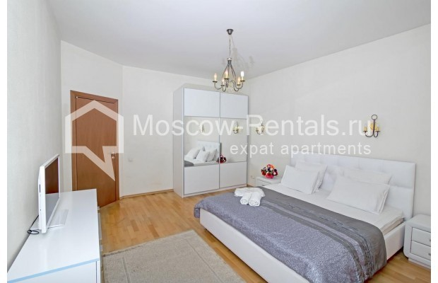 """Photo #7 3-room (2 BR) apartment for <a href=""""http://moscow-rentals.ru/en/articles/long-term-rent"""" target=""""_blank"""">a long-term</a> rent  in Russia, Moscow, Novinskyi blv., 7"""