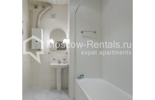 """Photo #10 4-room (3 BR) apartment for <a href=""""http://moscow-rentals.ru/en/articles/long-term-rent"""" target=""""_blank"""">a long-term</a> rent  in Russia, Moscow, Maly Levshinkyi lane, 12"""