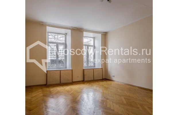 """Photo #2 4-room (3 BR) apartment for <a href=""""http://moscow-rentals.ru/en/articles/long-term-rent"""" target=""""_blank"""">a long-term</a> rent  in Russia, Moscow, Maly Levshinkyi lane, 12"""