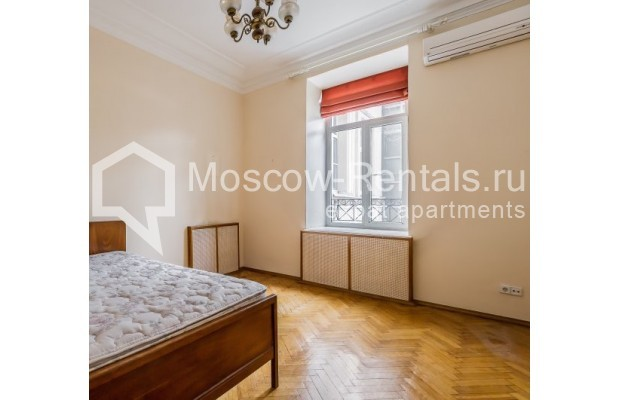 """Photo #5 4-room (3 BR) apartment for <a href=""""http://moscow-rentals.ru/en/articles/long-term-rent"""" target=""""_blank"""">a long-term</a> rent  in Russia, Moscow, Maly Levshinkyi lane, 12"""