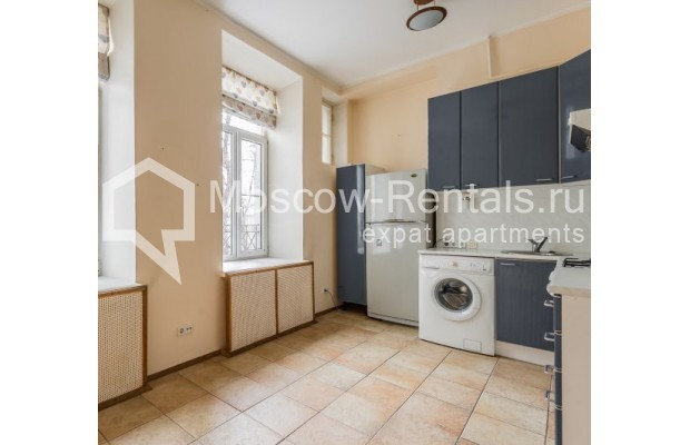 """Photo #8 4-room (3 BR) apartment for <a href=""""http://moscow-rentals.ru/en/articles/long-term-rent"""" target=""""_blank"""">a long-term</a> rent  in Russia, Moscow, Maly Levshinkyi lane, 12"""