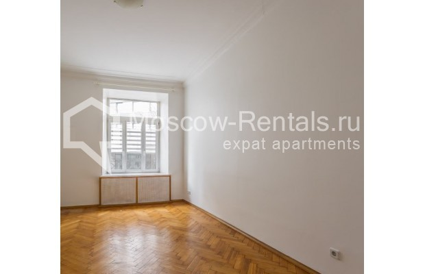 """Photo #3 4-room (3 BR) apartment for <a href=""""http://moscow-rentals.ru/en/articles/long-term-rent"""" target=""""_blank"""">a long-term</a> rent  in Russia, Moscow, Maly Levshinkyi lane, 12"""