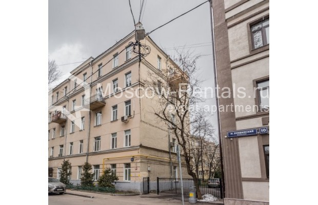 """Photo #1 4-room (3 BR) apartment for <a href=""""http://moscow-rentals.ru/en/articles/long-term-rent"""" target=""""_blank"""">a long-term</a> rent  in Russia, Moscow, Maly Levshinkyi lane, 12"""