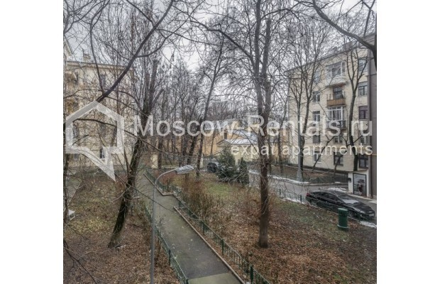 """Photo #12 4-room (3 BR) apartment for <a href=""""http://moscow-rentals.ru/en/articles/long-term-rent"""" target=""""_blank"""">a long-term</a> rent  in Russia, Moscow, Maly Levshinkyi lane, 12"""