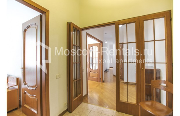 """Photo #5 4-room (3 BR) apartment for <a href=""""http://moscow-rentals.ru/en/articles/long-term-rent"""" target=""""_blank"""">a long-term</a> rent  in Russia, Moscow, Brusov lane, 2/14С4"""