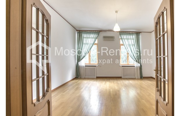 """Photo #1 4-room (3 BR) apartment for <a href=""""http://moscow-rentals.ru/en/articles/long-term-rent"""" target=""""_blank"""">a long-term</a> rent  in Russia, Moscow, Brusov lane, 2/14С4"""
