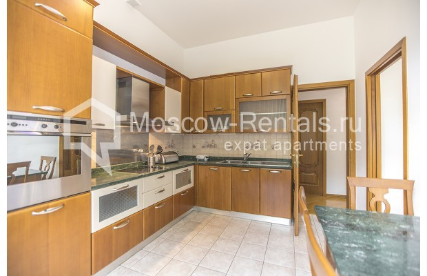 """Photo #4 4-room (3 BR) apartment for <a href=""""http://moscow-rentals.ru/en/articles/long-term-rent"""" target=""""_blank"""">a long-term</a> rent  in Russia, Moscow, Brusov lane, 2/14С4"""