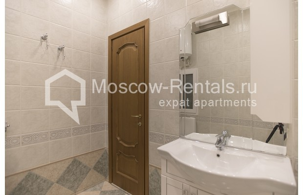 """Photo #11 4-room (3 BR) apartment for <a href=""""http://moscow-rentals.ru/en/articles/long-term-rent"""" target=""""_blank"""">a long-term</a> rent  in Russia, Moscow, Brusov lane, 2/14С4"""