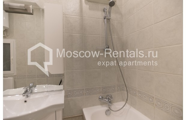 """Photo #12 4-room (3 BR) apartment for <a href=""""http://moscow-rentals.ru/en/articles/long-term-rent"""" target=""""_blank"""">a long-term</a> rent  in Russia, Moscow, Brusov lane, 2/14С4"""