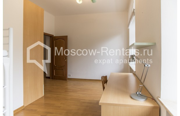 """Photo #14 4-room (3 BR) apartment for <a href=""""http://moscow-rentals.ru/en/articles/long-term-rent"""" target=""""_blank"""">a long-term</a> rent  in Russia, Moscow, Brusov lane, 2/14С4"""
