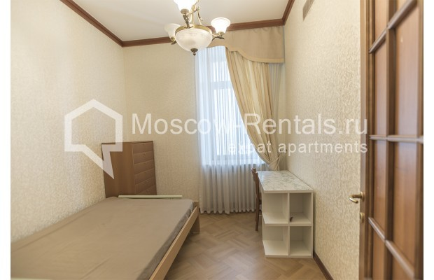 """Photo #15 4-room (3 BR) apartment for <a href=""""http://moscow-rentals.ru/en/articles/long-term-rent"""" target=""""_blank"""">a long-term</a> rent  in Russia, Moscow, Brusov lane, 2/14С4"""