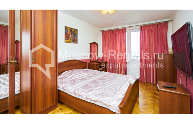 """Photo #7 4-room (3 BR) apartment for <a href=""""http://moscow-rentals.ru/en/articles/long-term-rent"""" target=""""_blank"""">a long-term</a> rent  in Russia, Moscow, Smolenskyi blv, 6-8"""