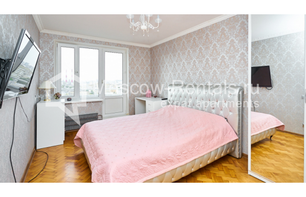 """Photo #8 4-room (3 BR) apartment for <a href=""""http://moscow-rentals.ru/en/articles/long-term-rent"""" target=""""_blank"""">a long-term</a> rent  in Russia, Moscow, Smolenskyi blv, 6-8"""