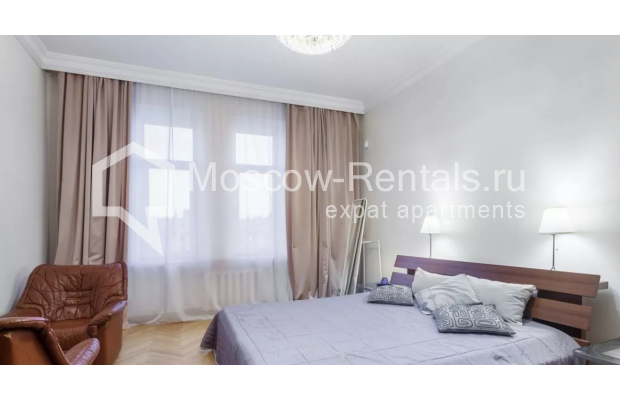"""Photo #1 3-room (2 BR) apartment for <a href=""""http://moscow-rentals.ru/en/articles/long-term-rent"""" target=""""_blank"""">a long-term</a> rent  in Russia, Moscow, New Arbat str, 30/9"""