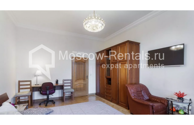 """Photo #2 3-room (2 BR) apartment for <a href=""""http://moscow-rentals.ru/en/articles/long-term-rent"""" target=""""_blank"""">a long-term</a> rent  in Russia, Moscow, New Arbat str, 30/9"""