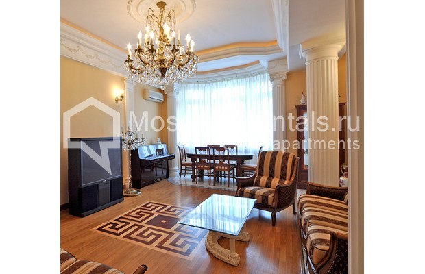 """Photo #2 3-room (2 BR) apartment for <a href=""""http://moscow-rentals.ru/en/articles/long-term-rent"""" target=""""_blank"""">a long-term</a> rent  in Russia, Moscow, Tarasa Shevchenko emb, 1"""